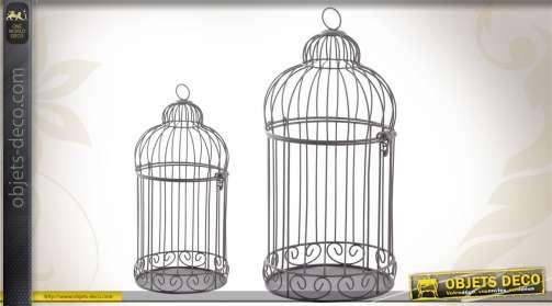Ensemble de 2 cages à oiseaux décoratives réalisées en métal vieilli.