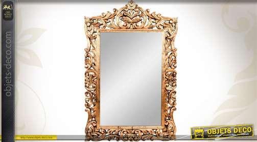 Grand miroir bois doré et vieilli avec encadrement ajouré à motifs de feuillages stylisés