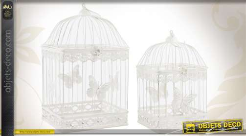 Ensemble de 2 cages à oiseaux réalisées en métal blanc, ornées de papillons.