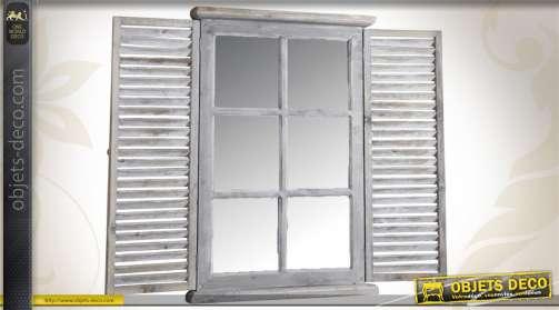 Miroir-fenêtre en bois et en verre avec volets