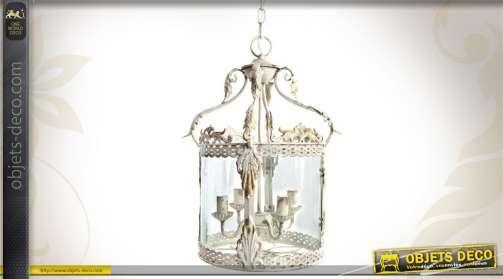 Suspension de style ancien en forme de lanterne, patinée blanc finition oxydée.