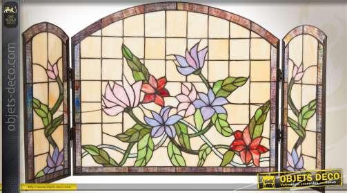 Pare-feu de cheminée à 3 ventaux, réalisé en verre coloré et à décor floral, de style Tiffany.