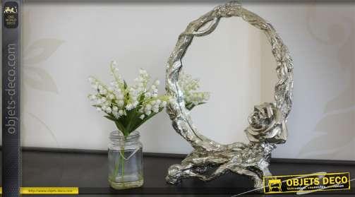 Elégant miroir de table avec encadrement argenté et rose décorative.