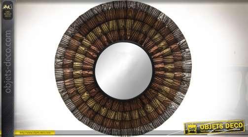 Grande parure mural en métal avec miroir central et encadrement en cercle concentriques en métal
