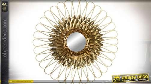 Grand miroir fleur/soleil stylisé contemporain finition dorée brillante. Diamètre 80 cm.