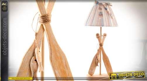 Lampe de table style bord de mer. Pied en bois motifs rames de barque et abat-jour en tissu à rayures
