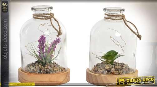Ensemble de deux lampes de table présentées sous la forme de créations florales sous cloches.
