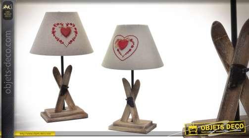 Lot de 2 lampes de chevet style montagnard avec coeur et pied en bois motifs ski