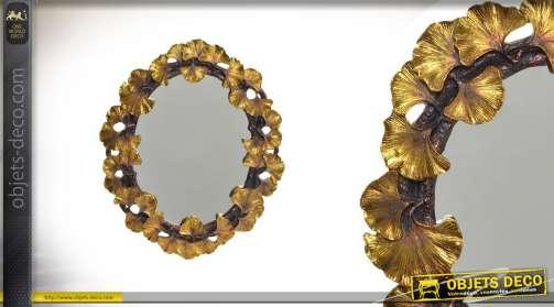 Miroir en résine sculptée finitions dorées vieilie forme ovale