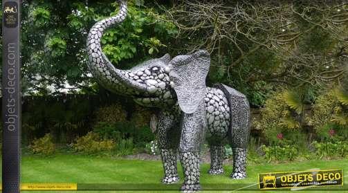 Scultpure ornementale en métal représentant un éléphant stylisé finition noir et argent 2,5 mètres