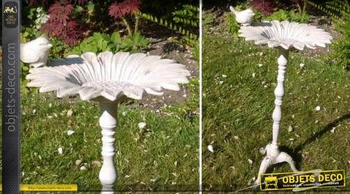 Bain d'oiseaux sur pied de style classique en métal patine blanche effet vieilli