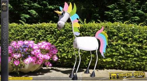 Cheval / licorne en métal, rendu multicolore et silhouette stylisée pour décoration d'intérieur ou d'extérieur