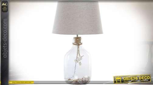 Grande lampe de salon avec bouteille en verre clair et coquillages, abat-jour en tissu coloris lin écru Ø 30 cm