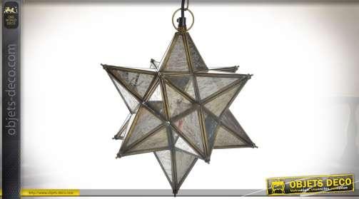 Luminaire suspendu en forme d'étoile, aspect polyèdre avec structure en métal doré vieilli et habillage en miroirs piqués et vieillis