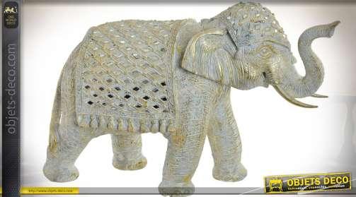 Grand statuette animalière d'éléphant en résine effet pierre, finition nacrée et dorée
