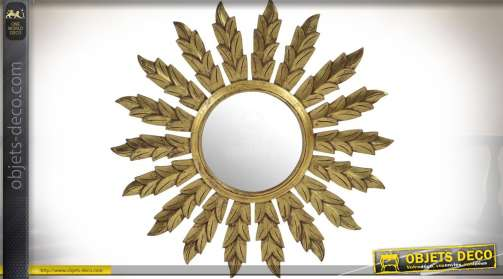 Grand miroir rond en forme de soleil, rayons à motifs de feuillages, patine dorée effet vieilli