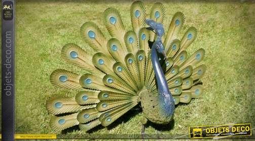 Grand paon d'ornementation en métal, coloris vert et bleu, faisant la roue.