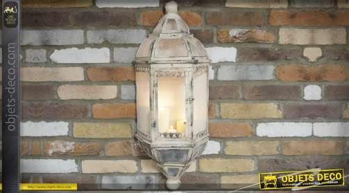 Grande applique murale en métal coloris crème, effet vieilli, en forme de lanterne pour bougie style rétro