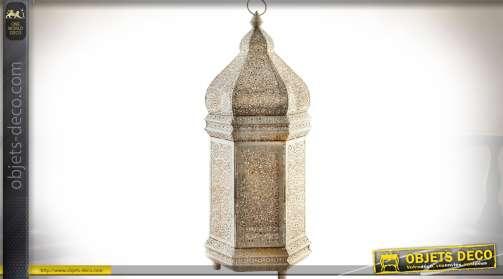 Lampe à poser en forme de laterne blanchie de style oriental, intérieur doré avec 50 points d'éclairage en LED