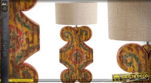 Très grande lamp en bois sculpté, pièce artisanale unique, sculpture de style ethnique avec motifs multicolores