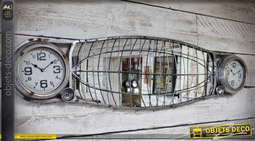 Long miroir en forme de vieille calandre de voiture avec phare en forme d'horloge et grille de protection oxydée