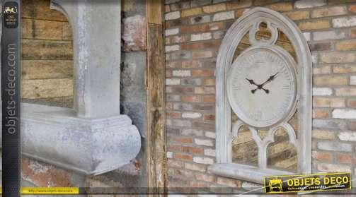 Fenêtre ghotique miroir et horloge en pierre gris