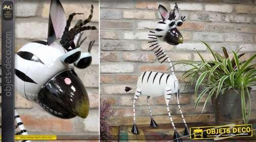 Grande statuette animalière décorative en métal représentant un zébre stylisé façon bande dessinée