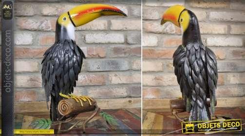 Grand toucan stylisé en métal peint pour décoration d'intérieur ou d'extérieur