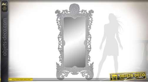 Grand miroir mural en bois patine blanche de style baroque et romantique