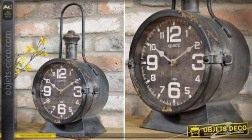 Horloge de table en métal noir vieilli en forme d'ancienne lanterne de Chef de gare
