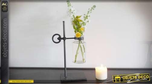 Vase en métal et verre en forme de support de laboratoire avec récipient en verre