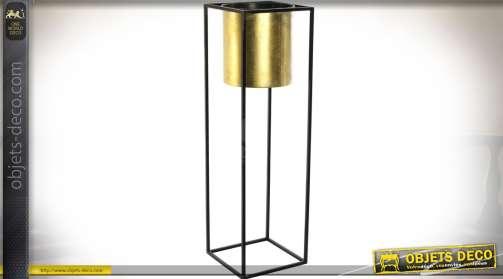 Haute jardinière pour pot de fleurs. En métal, de style design avec finition dorée et noire.