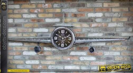 Grand avion décoratif murale en métal argenté avec horloge central style cadran d'instrument de cockpit