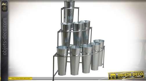 Présentoir à fleurs avec 9 vases en métal et galva.