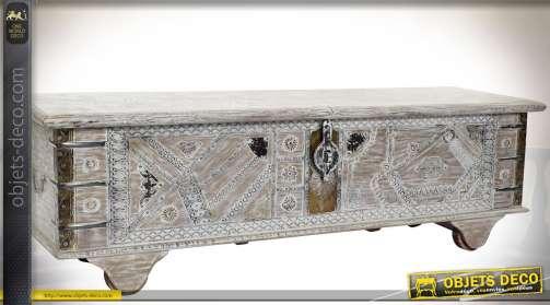 Grand coffre en manguier sur roues en bois, de style indien avec finition blanchie et vieillie