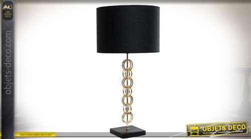 Lampe de salon en métal doré motif anneaux et abat-jour cylindrique en coton noir