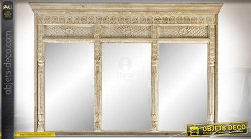 Grand miroir triptyque en acacia sculpté de style classique avec corniche et fronton ornementés