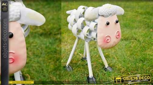 Mouton aux formes modernes en metal pour deco de jardins