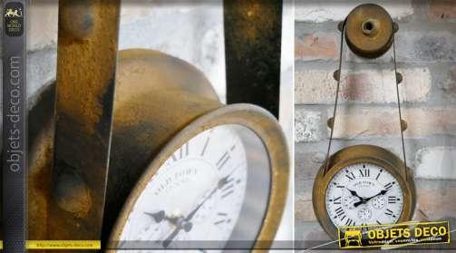 Horloge murale en forme de poulie ancienne en métal oxydé