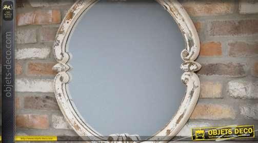 Miroir murale en bois de style baroque et rustique avec finition patine blanche très vieillie.