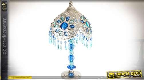 Lampe de chevet ou de salon, de style oriental, en métal façonné argenté agrémenté de pampilles et ornementations de cabochons incrustés en différente