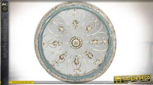 Grand miroir circulaire en bois et métal. Encadrement patine vert de gris très vieillie et ornementation sur miroir en métal blanc effet oxydé, motif