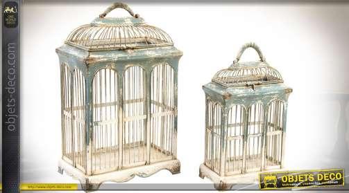 Ensemble de deux cages à oiseaux coordonnées, à parois en arcades, toit en dômes rectangulaires, style vintage.