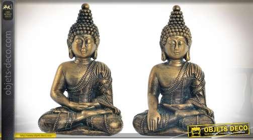 Ensemble de deux bouddhas décoratifs en forme de statuettes imitation bronze doré ancien.
