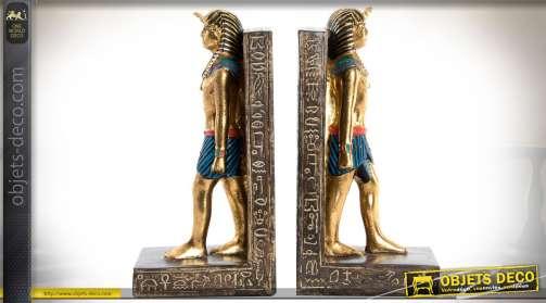 Paire de serre-livres en résine, sur le thème de l'Egypte Ancienne, statuettes dorées et brillantes de pharaons égyptiens.