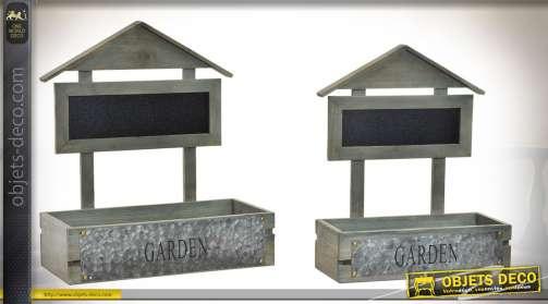 Série de deux jardinières de style original, avec bacs rectangulaires en bois, panneaux d'inscription en ardoise et plaques d'ornement en zinc ancien.