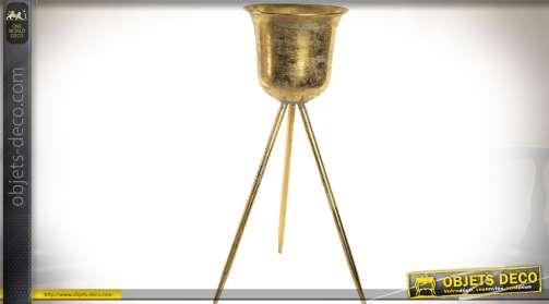 Pot à fleur sur trépied, en métal finition dorée effet ancien.