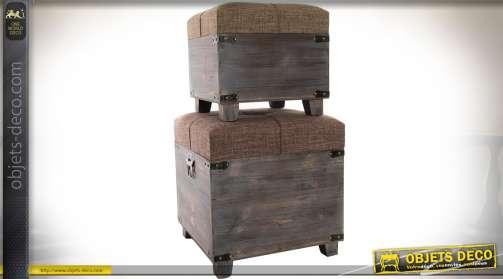 Ensemble de 2 coffres gigognes en bois sur pieds, avec couvercles matelassés et capitonnés.