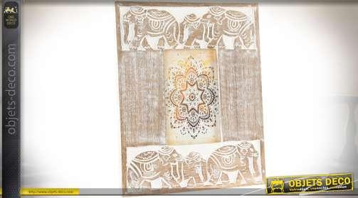 Cadre photo, pour photo 10 x 15, avec encadrement en bois vieilli et scènes animalières sculptées : troupeaux d'éléphants