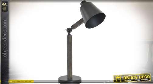 Lampe d'atelier orientable en bois et métal, de style rétro et industriel. Utilise une ampoule de type E14.
